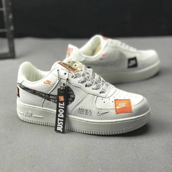 official photos 64f87 7ab52 NIKE AIR FORCE ONE ...